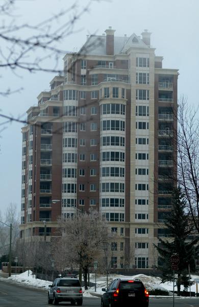 einzelnes hohes Haus